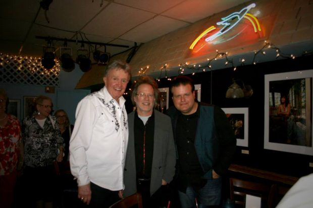 BILL ANDERSON PERFORMS AT THE LEGENDARY BLUEBIRD CAFE IN NASHVILLE (SLIDESHOW)